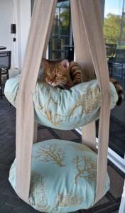 Hanging pet bed
