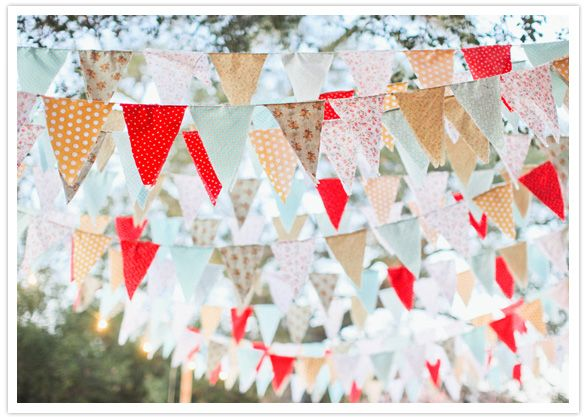 This image has an empty alt attribute; its file name is 50s-kitsch-garden-event-bunting-1.jpg